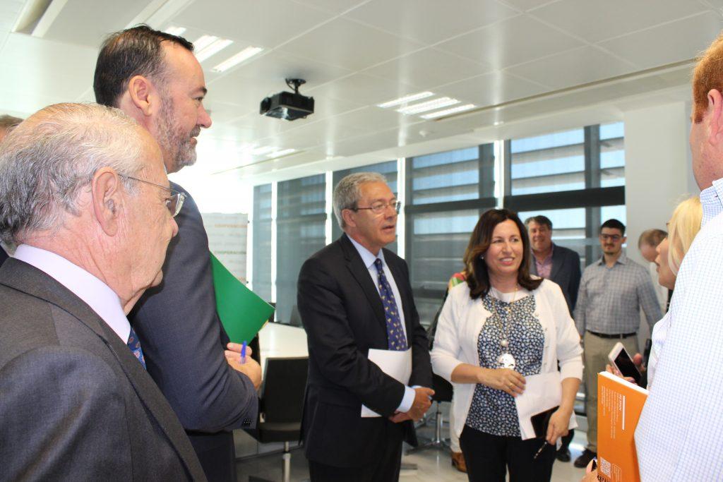 El consejero de Economía, Conocimiento, Empresas y Universidad, Rogelio Velasco, durante su visita al PITA.